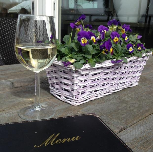 Wine and flowers at Vliegveld Hilversum